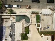 Vista superior deck da piscina, acessos e portaria