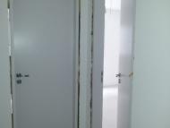Instalação das portas de madeira e ferragens